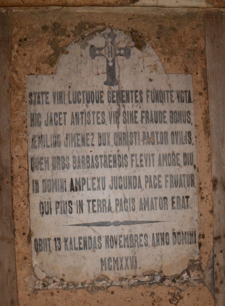 Tumba de don Emilio Jiménez Pérez en la Catedral de Barbastro