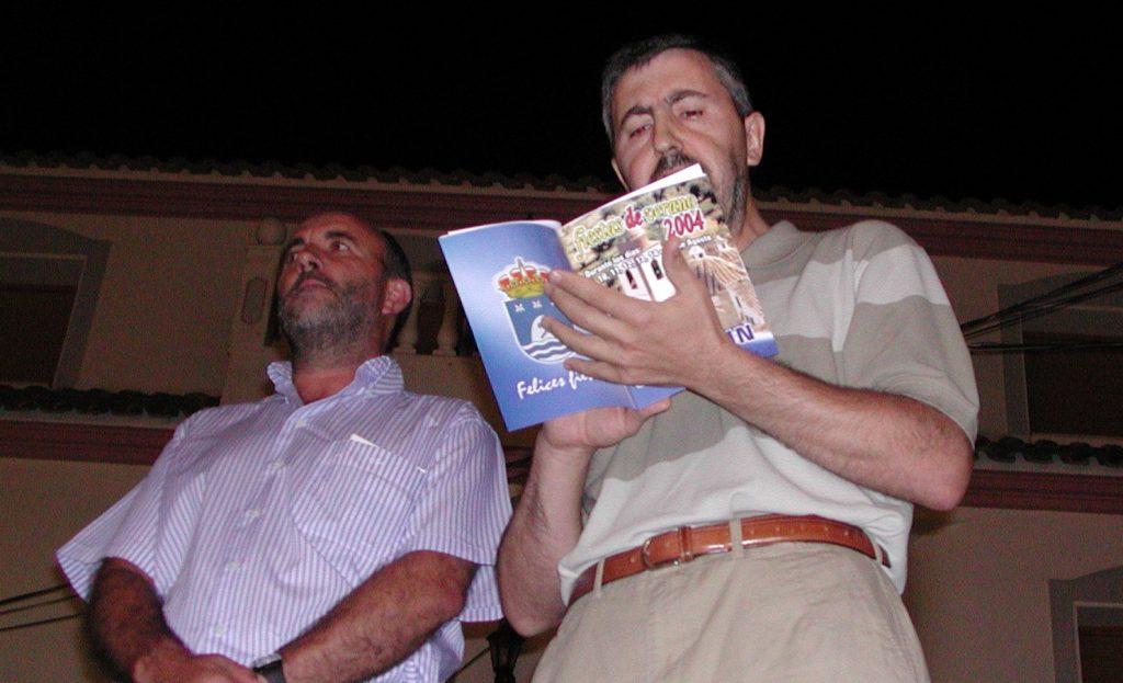 Ramón Navío leyendo el pregón de fiestas de 2014
