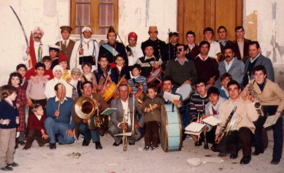 La Banda de Música de José Portaz tras participar en los Moros y Cristianos