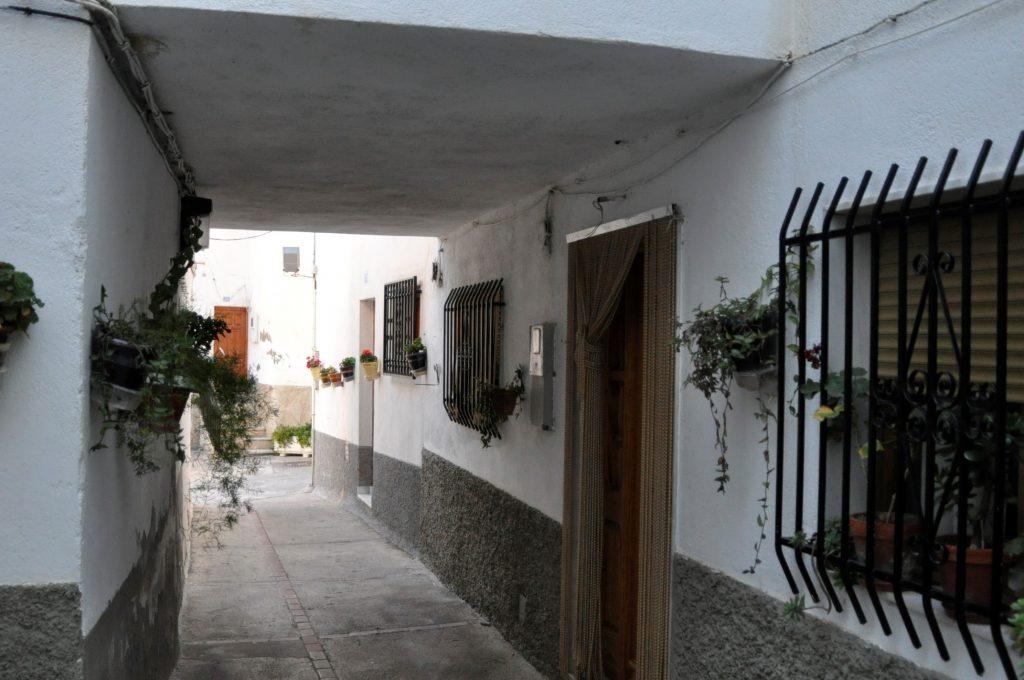 """El Porche, puerta de la casa que habitaba en tiempos de la guerra Ramón """"el Jabones"""". (Foto de Baldo Oliver)"""