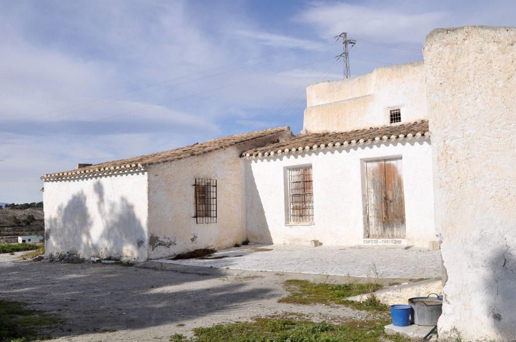 Entrada principal y placeta del cortijo el Seco. (Foto de Baldo Oliver)