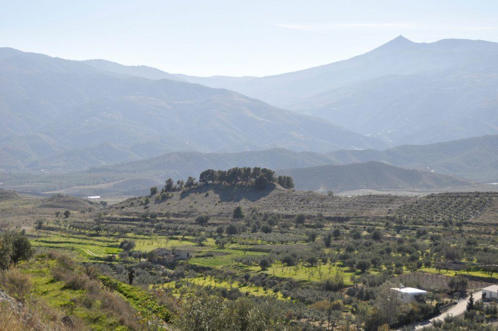 Espectacular vista desde la cuesta Quinos, del cortijo la Rambla, loma de los pinos y alto de la Tetica de Bacares en la sierra de los Filabres. (Foto de Baldo Oliver)