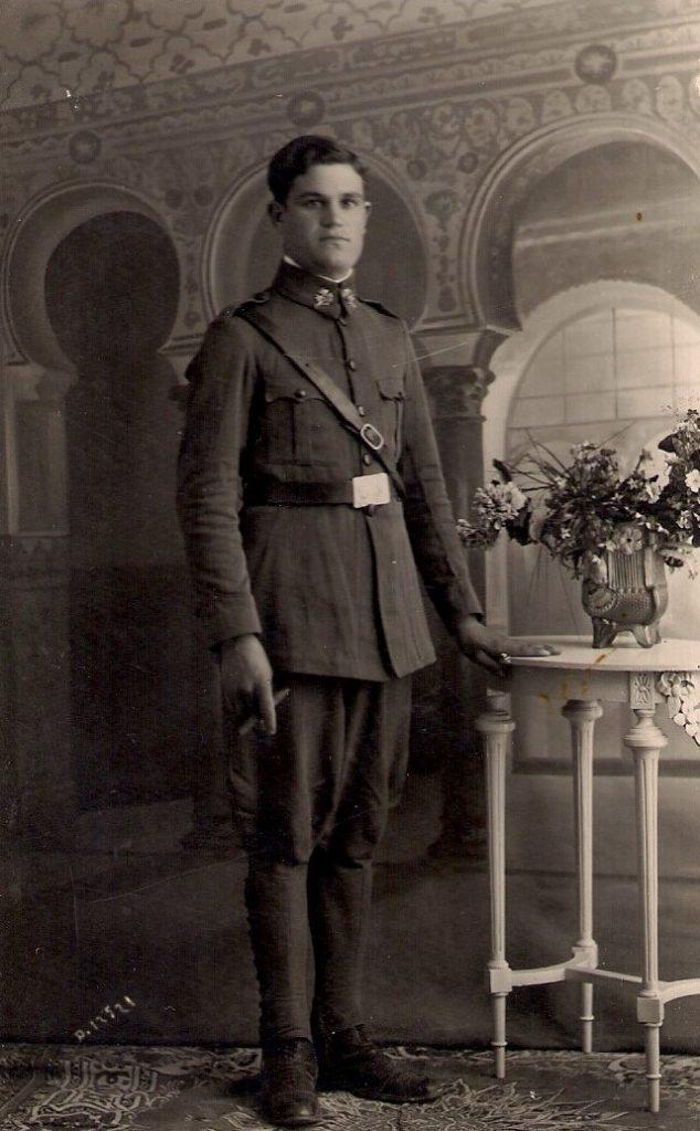 """José Oliver """"el Figurín"""", al poco de ingresar en el ejército de la república. (Foto cedida por: José Acosta Oliver)."""