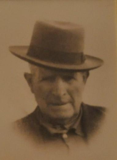 """Ramón Cañabate """"el Jabones"""", en la foto de los años 1960, con su peculiar y personal sombrero. (Foto cedida por: Silvestre Cañabate)."""