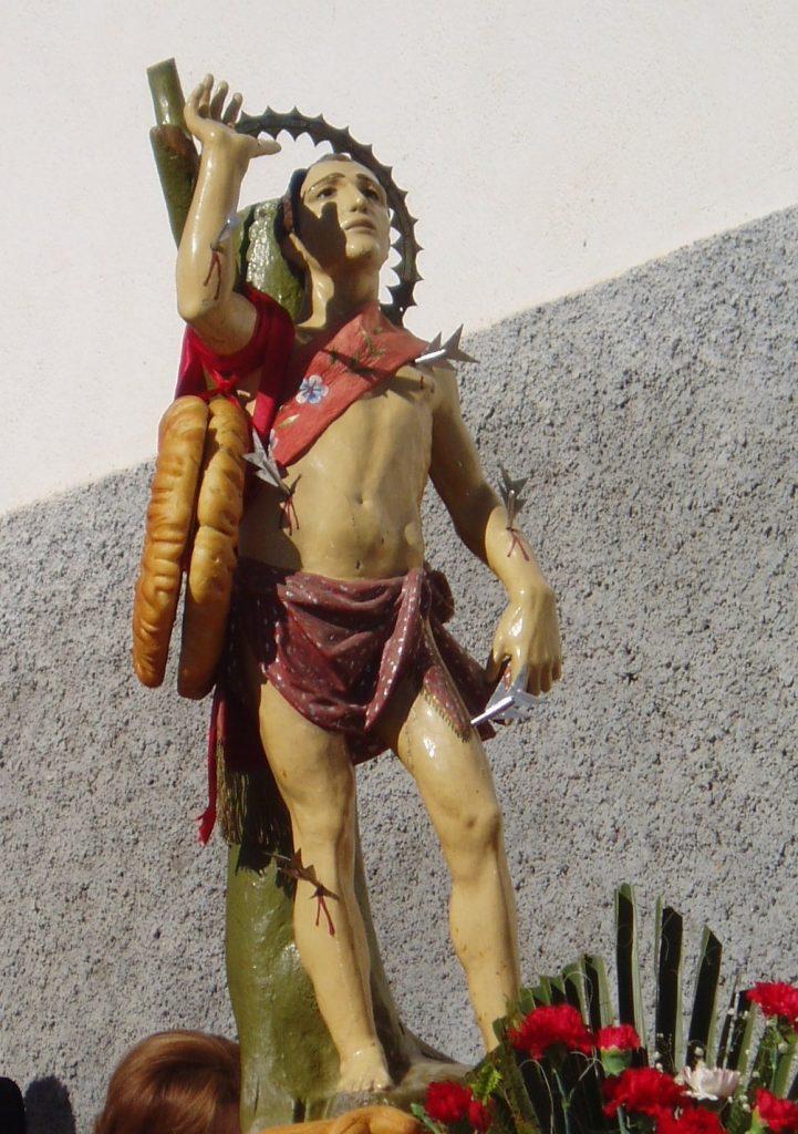 """San Sebastián """"el Chico"""", Patrón de Somontín, tras haberse salvado de la quema de las imágenes de los santos, en nuestro pueblo son muchas las personas que le tienen una especial devoción y cariño. (Foto de Baldo Oliver)"""